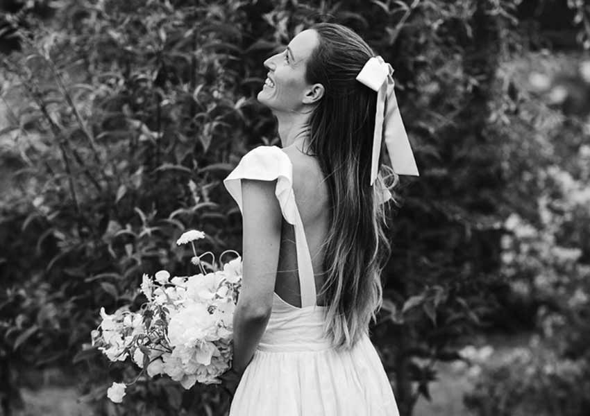 2020 bride on her wedding day with beautiful hair bow
