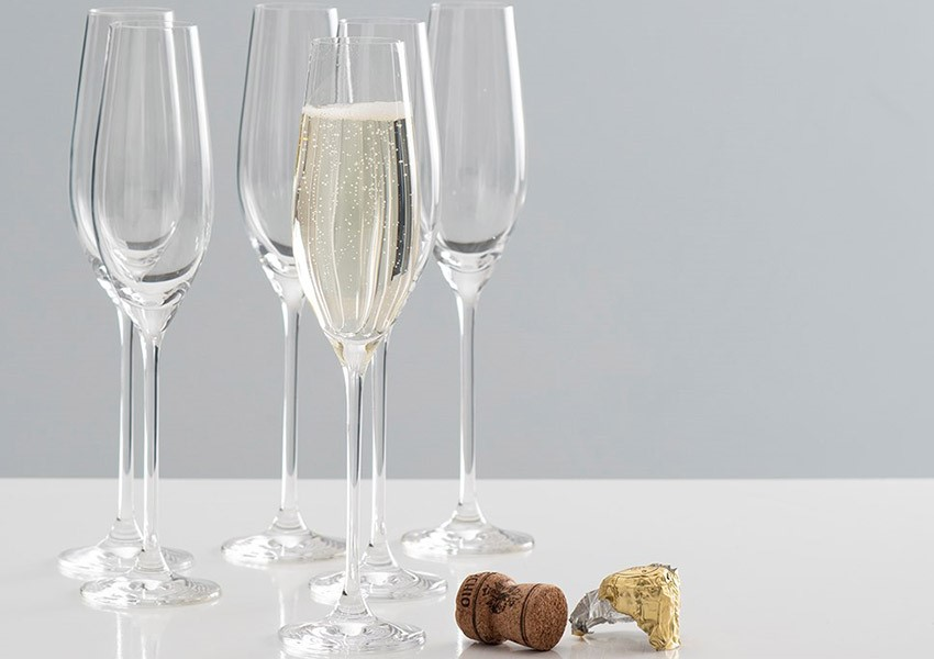 Champagne flutes guests love to give - wedding present inspiration
