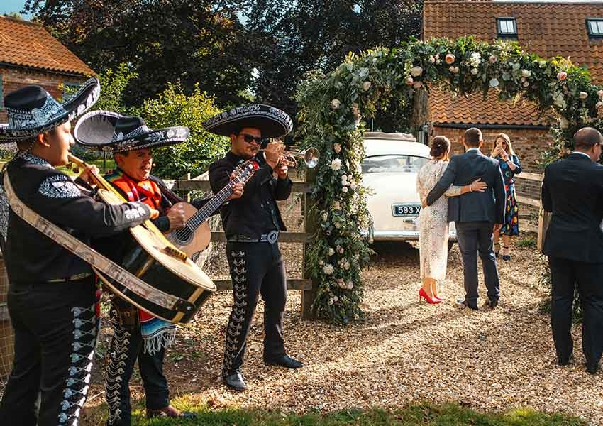 mariachi band at home wedding
